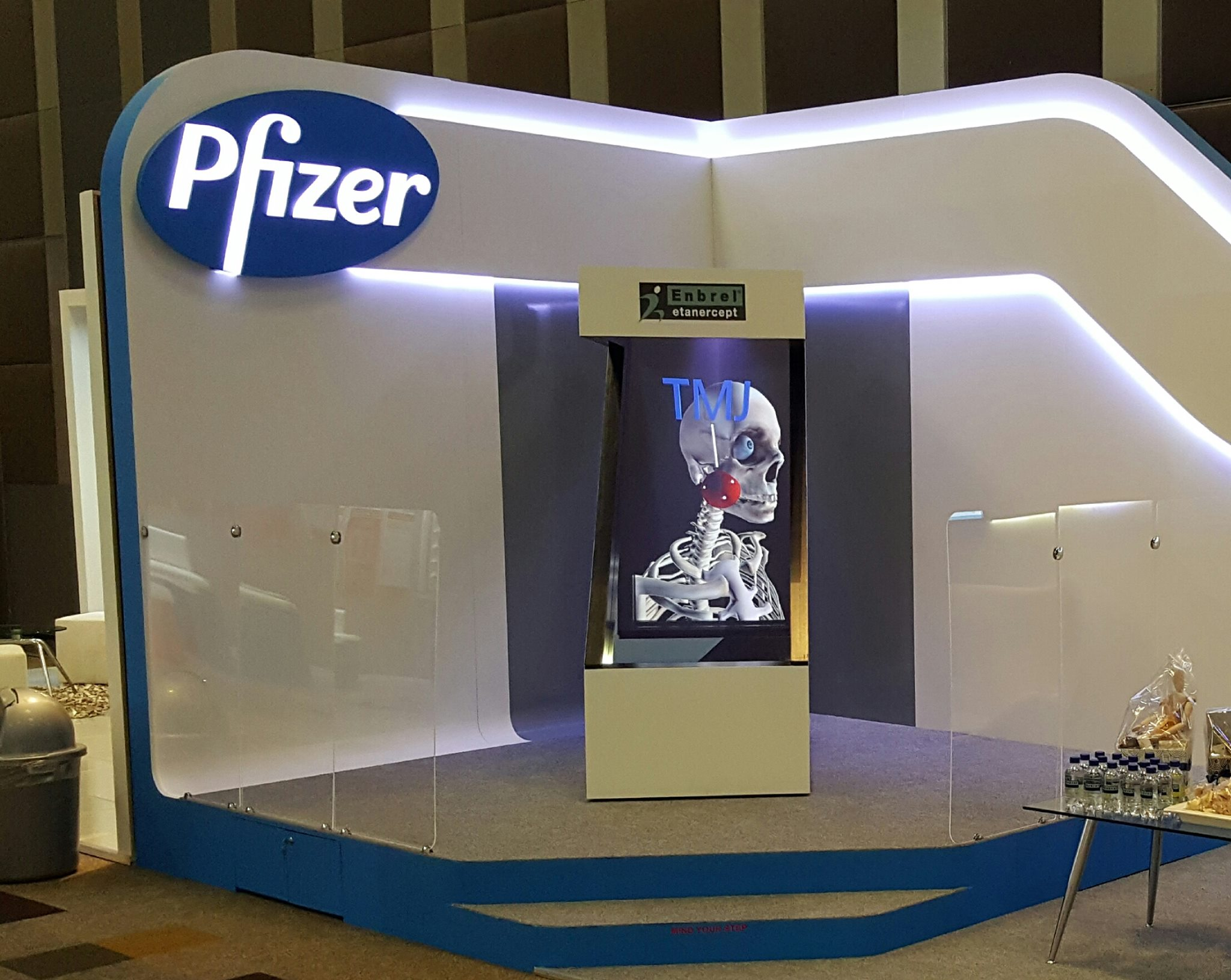One Sided Portrait 3d Holographic Display Z Shaped