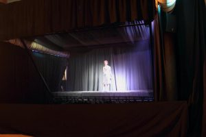 Edith-Venter-at-3d-Holographic-Stage-Launch-South-Africa-musion-eyeliner-foil